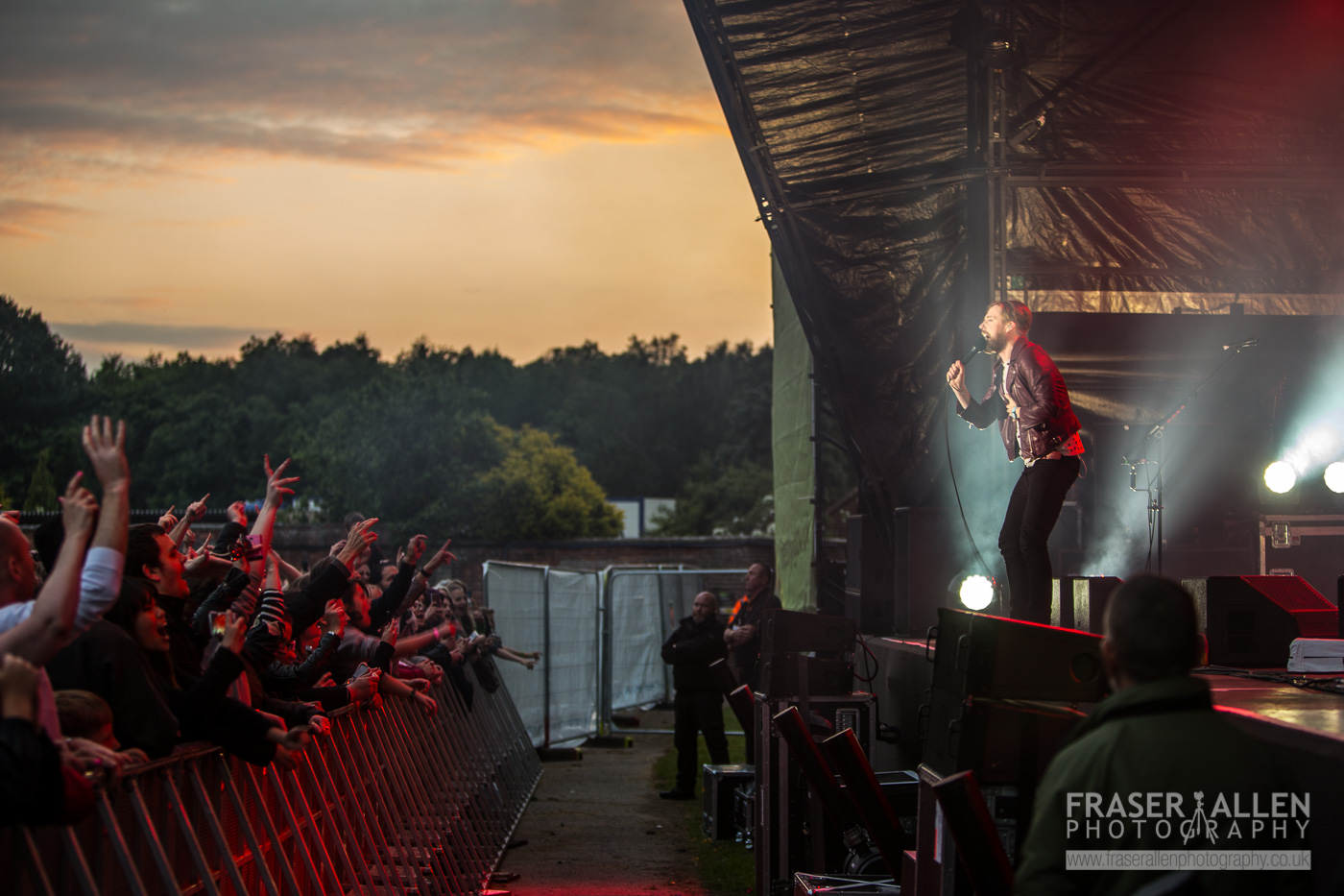 Kaiser Chiefs and crowd